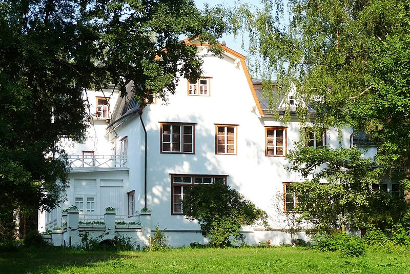 800px-Polenovo_Big_House